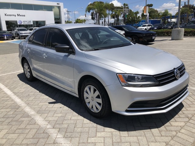 Pre-Owned 2016 Volkswagen Jetta S w/Manual Transmission
