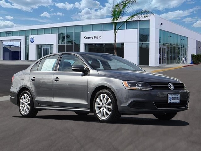 Pre-Owned 2014 Volkswagen Jetta SE w/Connectivity/Sunroof