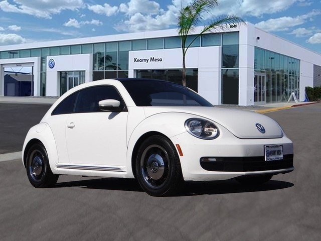 Pre-Owned 2013 Volkswagen Beetle Coupe 2.5L w/Sun