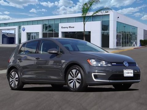 Certified Pre-Owned 2016 Volkswagen e-Golf SE w / Fast Charging Package